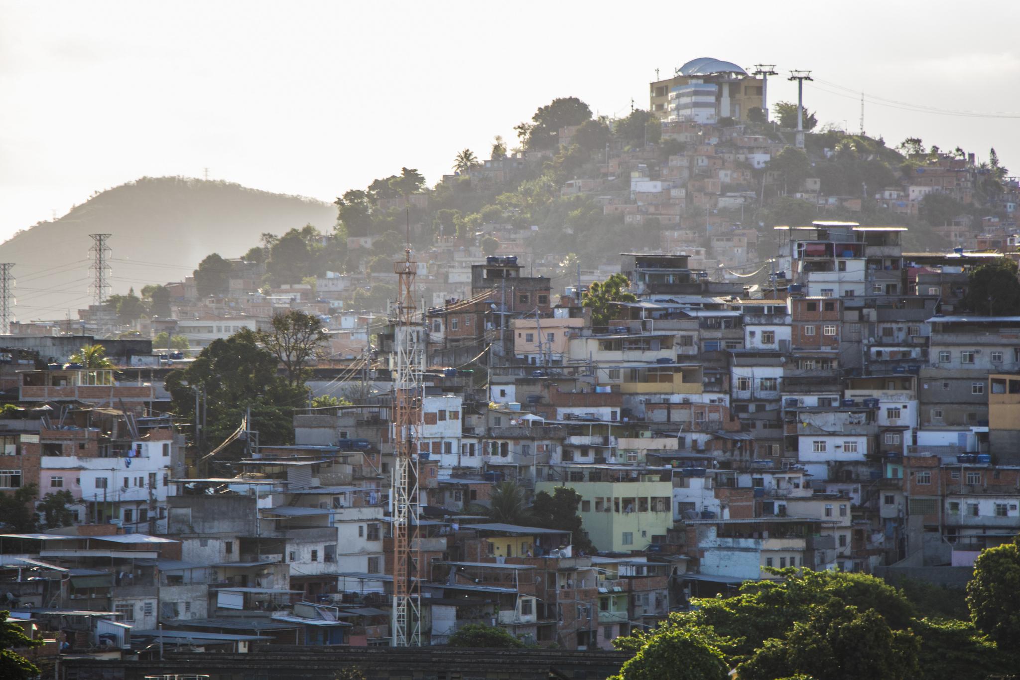 Complexo do Alemão by Antoine Horenbeek