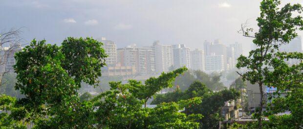 Vista da zona financeira de San Juan, a partir do Canal Martín Peña