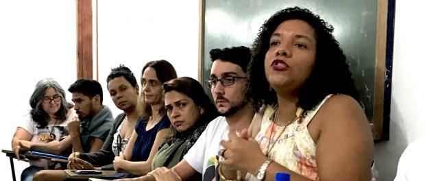 A Deputada Estadual Renata Souza fala na reunião do Rocinha Sem fronteiras.