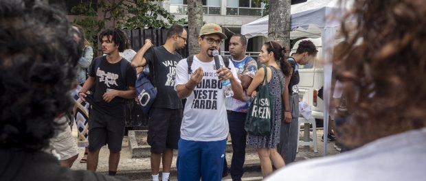 André Constantine fala durante o protesto. Foto: Daiana Contini