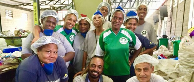 Catadores da cooperativa de reciclagem Coopfuturo. Foto: Teirares.
