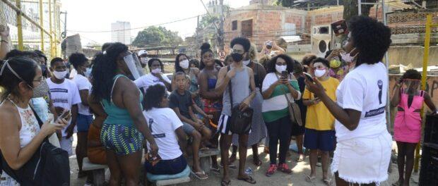 Eloanah abrindo a primeira edição da OCA, na Pracinha do Viradouro. Foto por Rafael Lopes.
