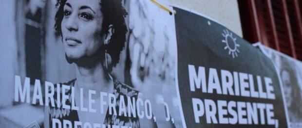 Cartazes em memória da vereadora assassinada Marielle Franco.