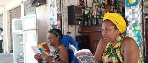 Riva Maria Nepomuceno, mulher negra, bibliotecária e moradora de Éden, desenvolve um projeto sobre a história das mulheres Meritienses. Foto por: Riva Nepomuceno.