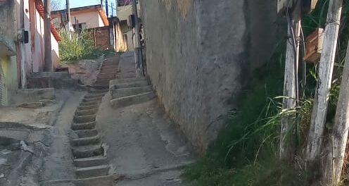 Rua no Morro do Sossego, Pantanal, Duque de Caxias. Foto por Marilza Floriano Barbosa.