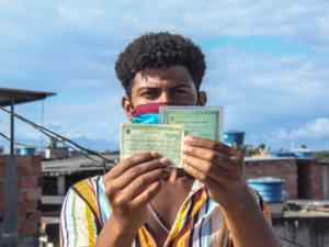 Para votar esse ano, além de título e identidade, é necessário ir de máscara e levar a sua própria caneta. Foto: Matheus Affonso/Maré de Notícias Online