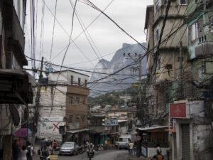 Rede elétrica na Rocinha. Foto: Photo by Antoine Horenbeek