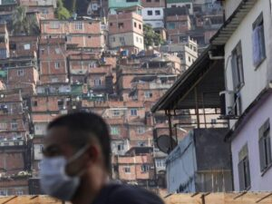 As favelas do Brasil tomam medidas em resposta à pandemia do Coronavírus. Foto por: Ricardo Moraes/Reuters