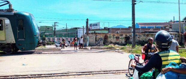 Cancela em Engenheiro Pedreira foi aberta de forma clandestina. Foto por: Fabio Leon