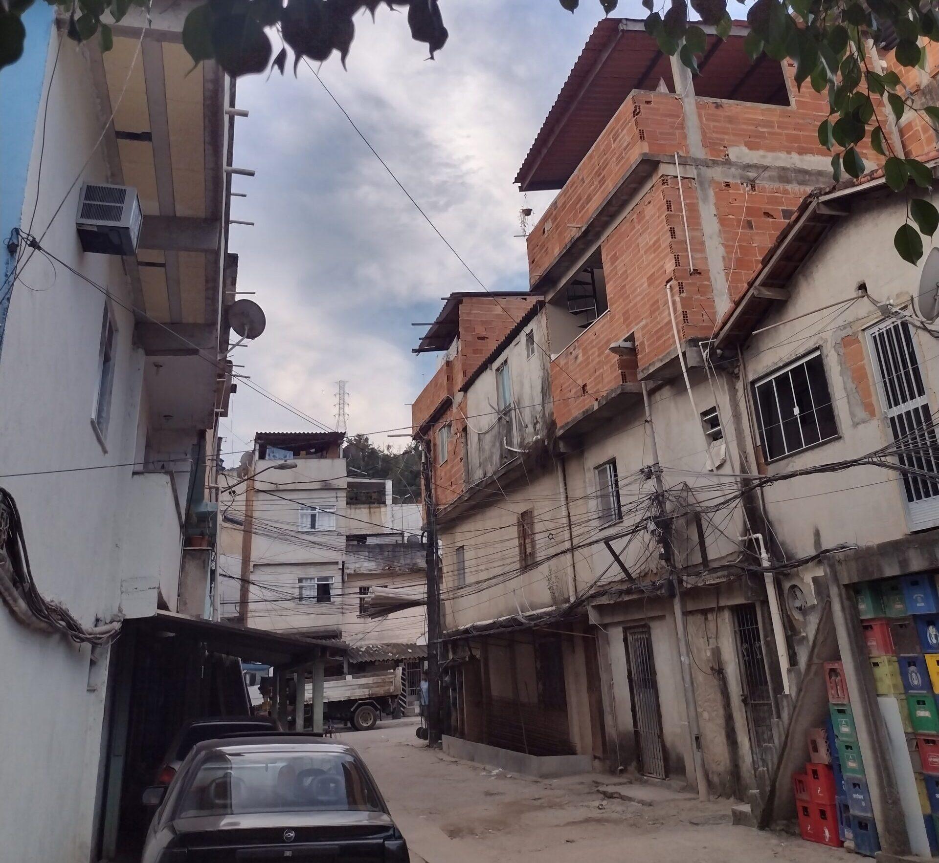 Casas e negócios na comunidade César Maia.