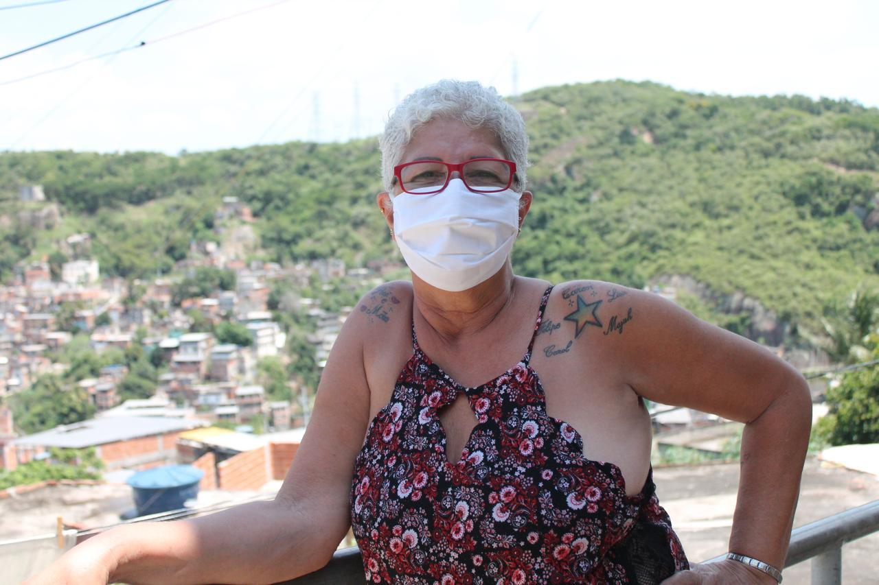 Glóra Alves certifica que mesmo morando em favela, não sofre os mesmos preconceitos que os negros que habitam as comunidades. Foto por Vilma Ribeiro