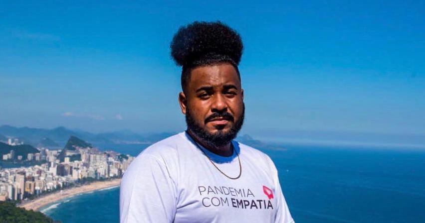 Jonas di Andrade afirma 'A favela é um dos territórios que mais sofrem racismo, principalmente advindo do estado, com violência física e simbólica . Foto por Selma Souza.jpg
