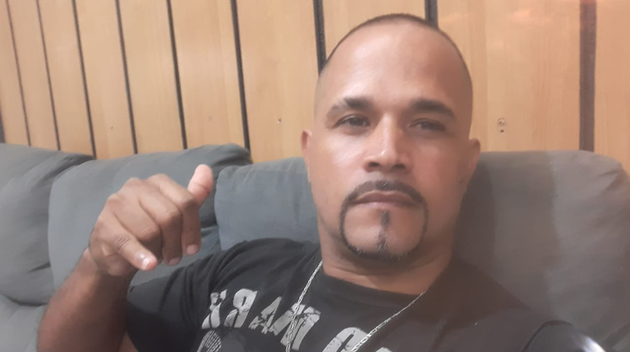 Jorge Padilha lamenta 'As pessoas discriminam por achar que porque moramos na favela e somos pretos, somos ladrões'. Foto do acervo pessoal de Jorge Padilha.jpg