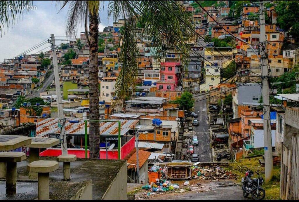 Ponto com lixo acumulado no Complexo do Alemão. Foto por: Bruno Itan