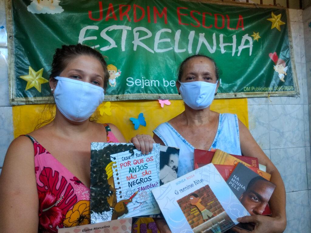 Rosângela e Carol Marinho começaram o clube literário preocupadas com a saúde mental das crianças. Foto por Jaqueline Suarez