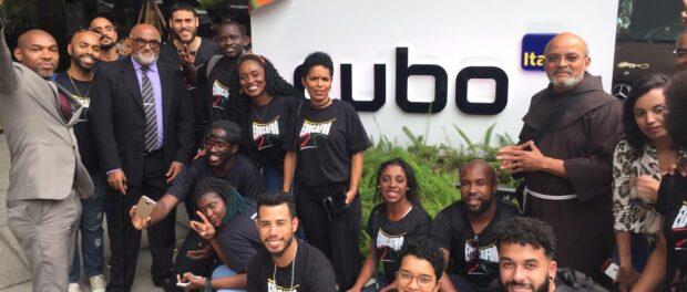 Alunos do EducafroTech visitam Hub tecnológico Cubo, acompanhados por Frei Davi. Foto de EducafroTech