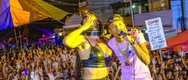 DJ Rennan da Penha e Mulher Pepita na 1ª Parada LGBT+ do Baile da Gaiola na Penha. Screenshot VICE