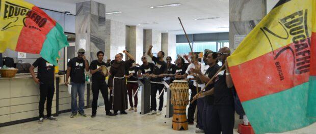 Estudantes do movimento Educafro invadem o Ministério da Fazenda em Brasília. Foto por Antonio Cruz Agencia Brasil