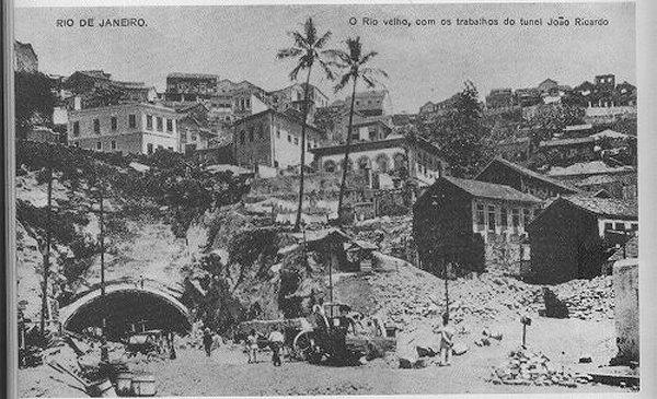 Com a demolição do cortiço Cabeça de Porco, o Túnel João Ricardo foi construído onde ficava o cortiço.