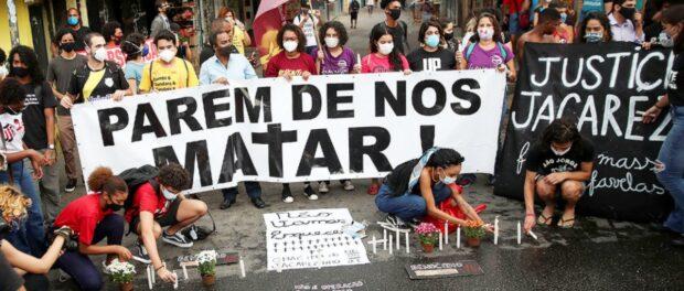 Protesto no Jacarezinho enquanto acontecia a audiência pública na manhã do dia 7 de maio, manhã seguinte à Chacina do Jacarezinho.