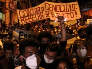 Ato em Memória de Kathlen Romeu, jovem negra de 24 anos, grávida, assassinada junto a seu filho durante operação policial no Complexo do Lins. Foto por Alexandre Cerqueira