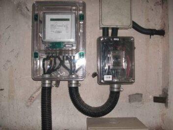 Relógios de energia elétrica, os medidores de consumo. Foto por Orlando Gomes