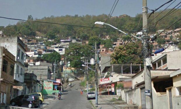 Um dos acessos ao Morro do Sereno. Foto da página Baile do Sereno no Facebook