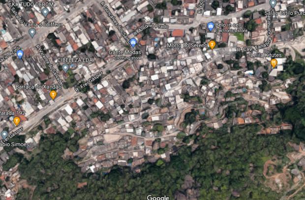 Visão de satélite sobre o Morro do Sereno, na Penha Circular
