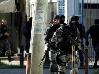 Policias militares durante operação no Complexo da Maré. Foto por: Gabriel de Paiva/Agência O Globo