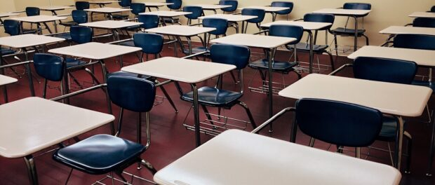 Sala de aula vazia. Foto de Pixabay.