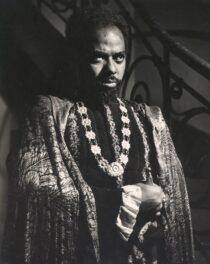 """Abdias de Nascimento na peça """"Otelo"""", 1946. Arquivo Nacional."""
