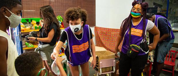 Ação 'Maré diz não ao coronavírus', realizada durante a pandemia. Foto por: Douglas Lopes