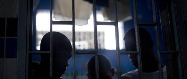 Jovens dentro de uma cela no centro socioeducativo na Ilha. Foto por: Márcia Foletto/Agência O Globo
