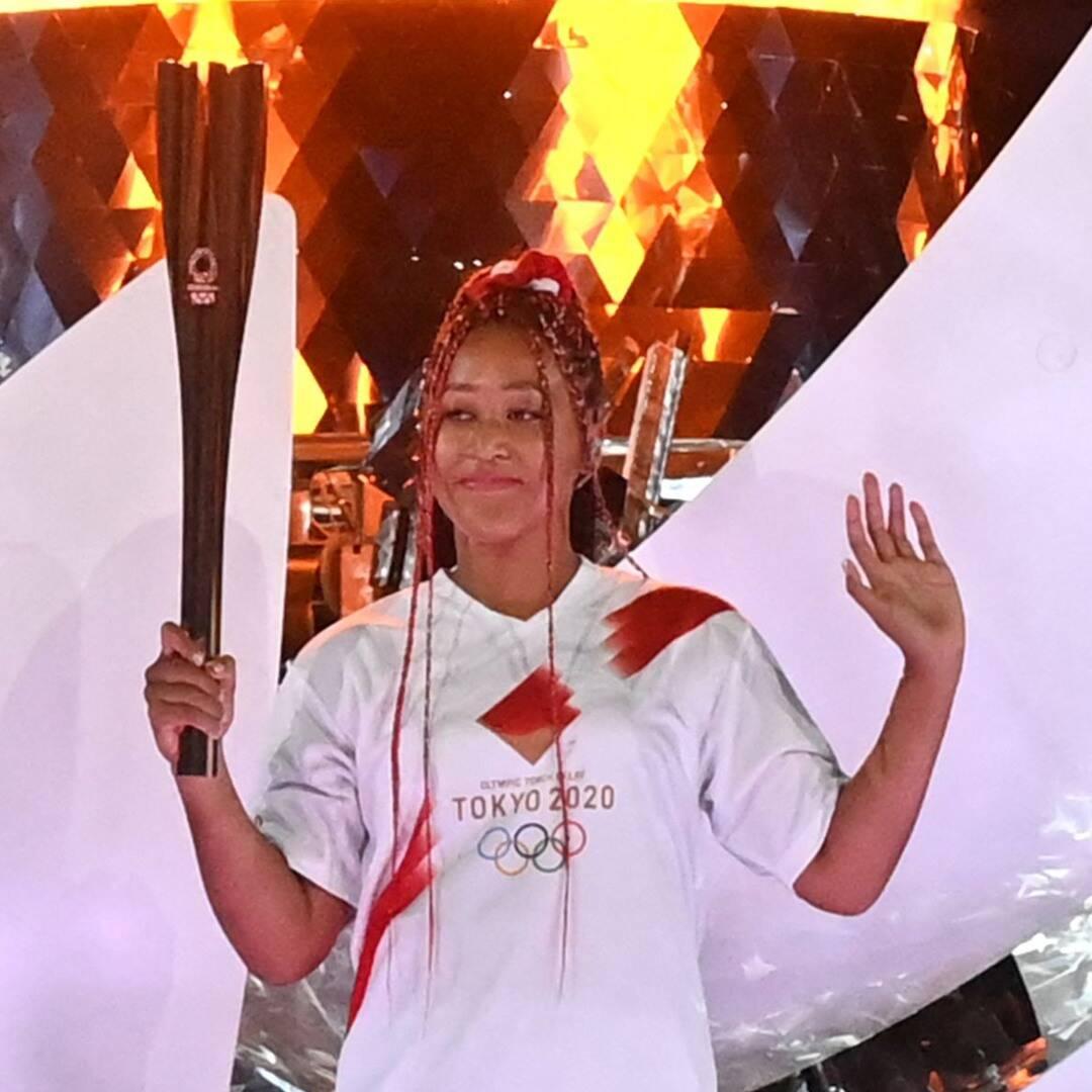 Naomi Osaka, japonesa, negra e uma das maiores tenistas da história do esporte, acende a Pira Olímpica durante a cerimônia de abertura Tokyo 2020.