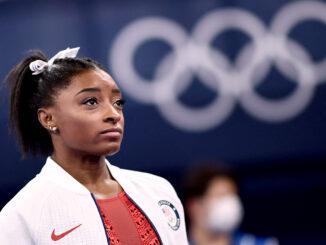 Simone Biles não aguentou a pressão e a ansiedade e se retirou da maioria das competições de Tokyo 2020. Foto por Loic Venance/AFP